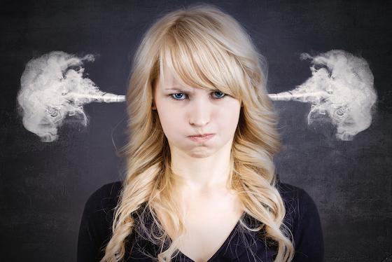 女性 怒る3