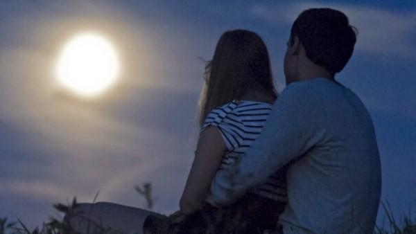 満月 デート