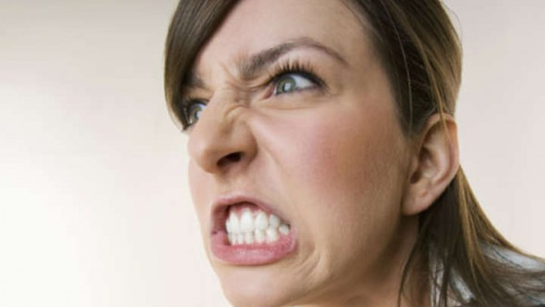 女性 怒る2
